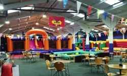 largebouncycastles,softplaycompany.co.uk